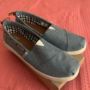 Chambray TOMS. NWT and in box